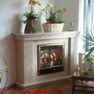 eckkamin 05 aus marmor agglo botticino baade kamine holzback fen. Black Bedroom Furniture Sets. Home Design Ideas